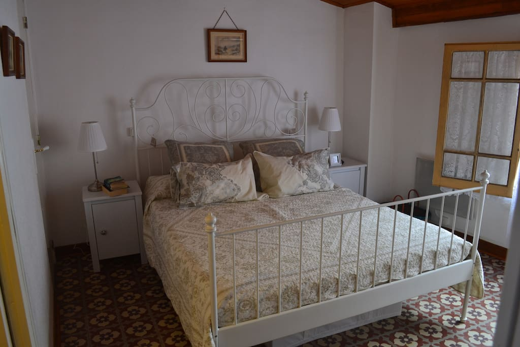 Upstairs bedroom, queen sized bed , room has plenty of storage, with 2 built-ins and drawers.