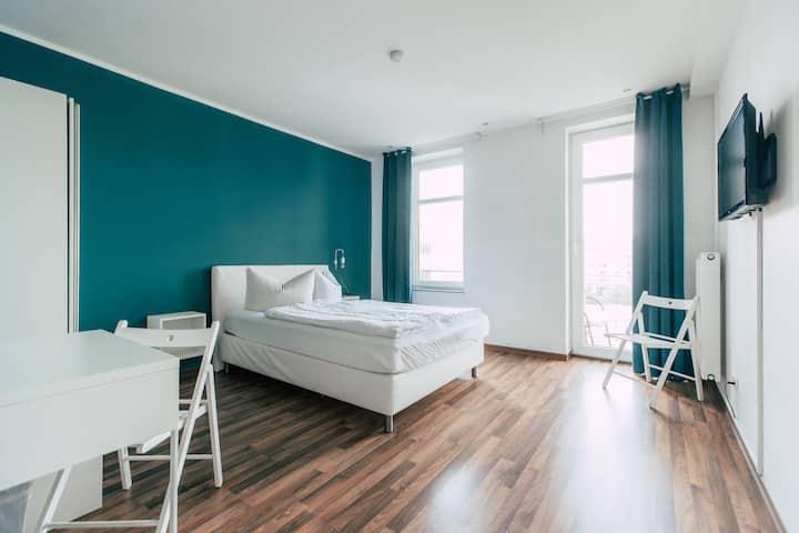 Doppelzimmer mit Gemeinschaftsbad und Balkon