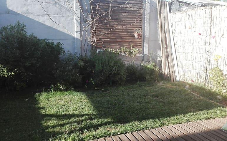 Linda Casa con patio y jardín