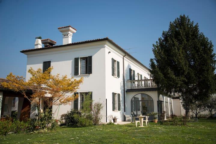 Palazzetto in Franciacorta - Passirano - House