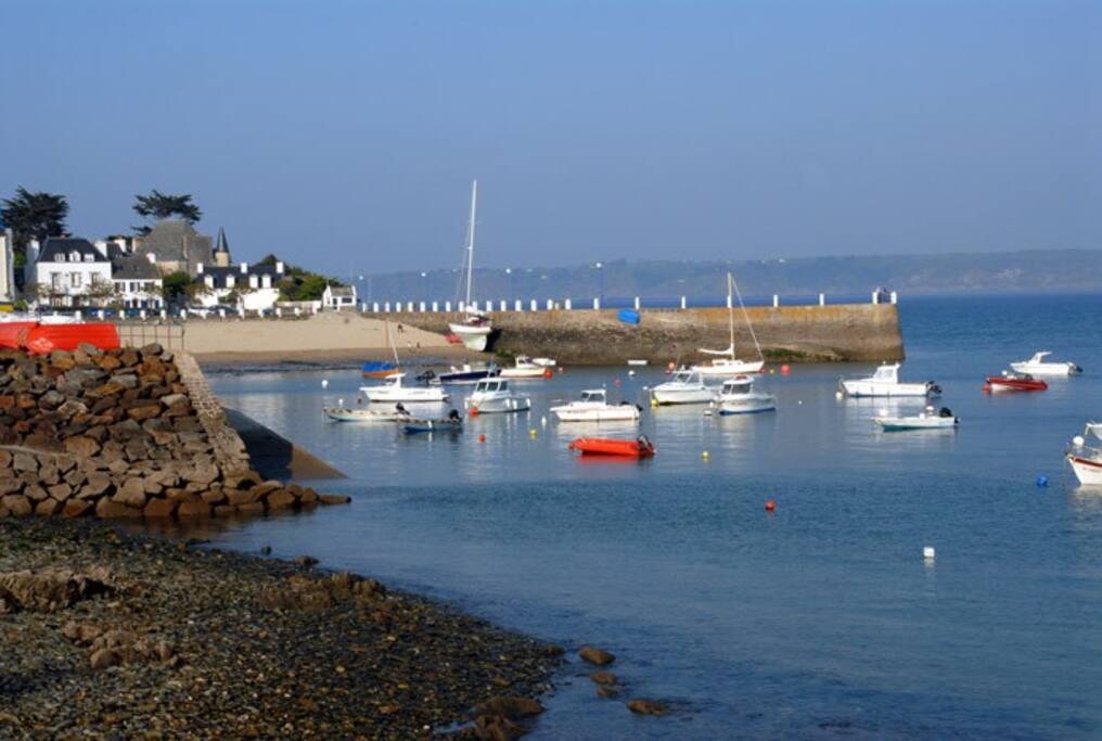 Le port de Locquirec est accessible à pied à marée basse
