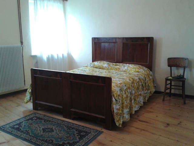 Refurbished Bedroom in the Country - Sant'Odorico - Casa