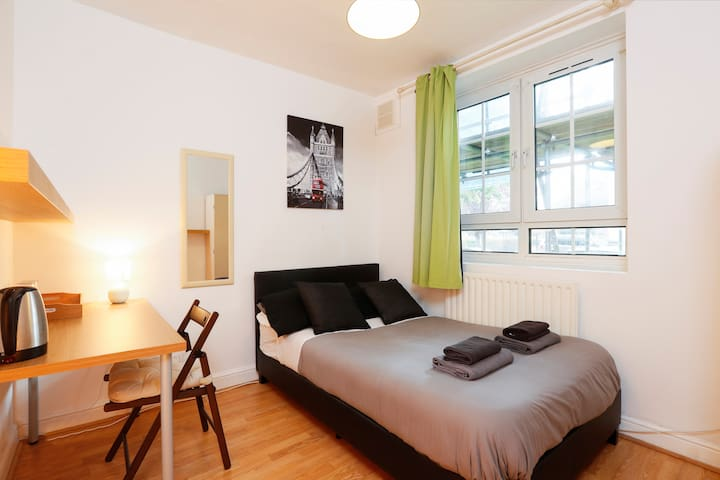 Double Room 12 - near Tower of London & Shoreditch