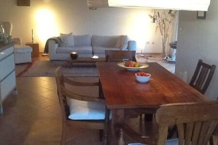 Schöne große Wohnung im Chiemgau - Pittenhart - Appartement
