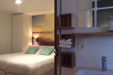 B&B LISDODDE # pure white # Room 1 - Bruges - Bed & Breakfast