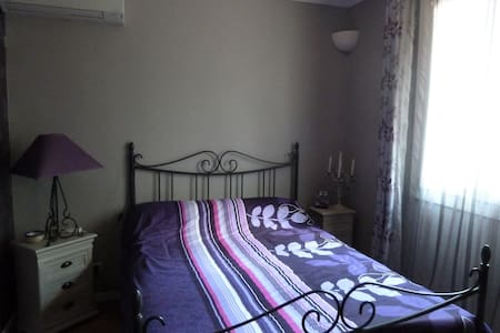 Cosy bedroom with private bathroom - Aragon - Bed & Breakfast