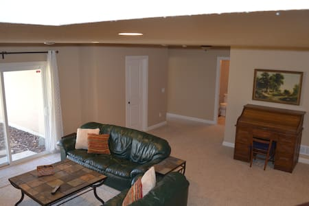 Bedroom and Full Bath in Roseville - Roseville - House