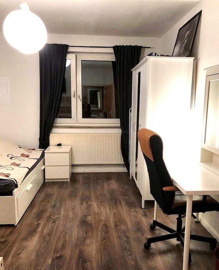 Großes, helles Zimmer im Herzen von Köln-Nippes