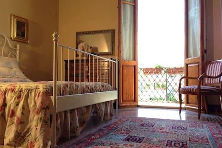 Cosetta Guest House - Yellow room - Certaldo
