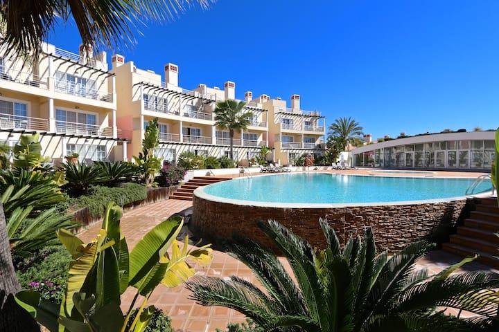 Villa Palmyra,4 bed 4 Bath,free wifi,uk channels