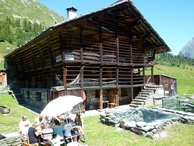 a comfortable refugio of 1700 8 bed - Alagna Valsesia - Jiné