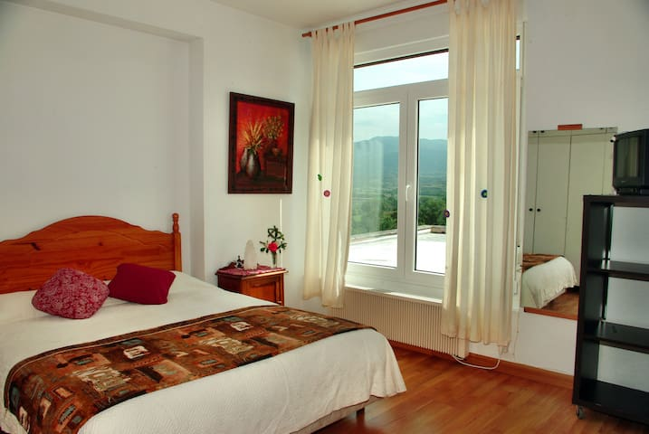 CENTRICO, LUZ Y ESTUPENDAS VISTAS A LA MONTAÑA - Haro - Apartamento