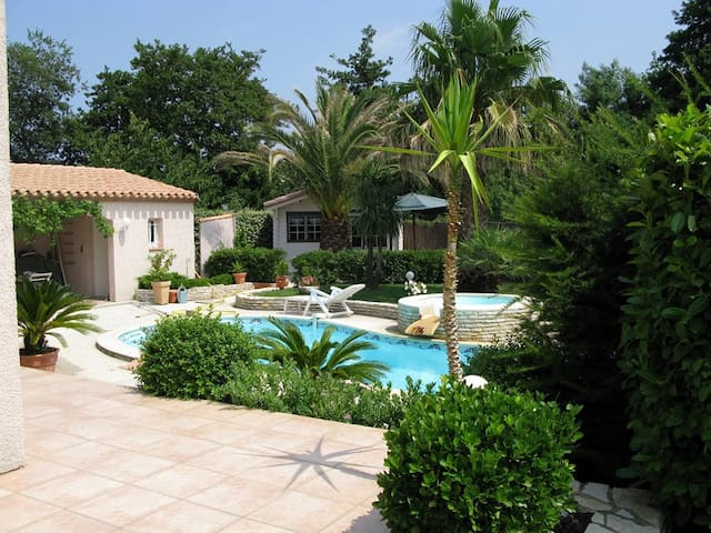 charming studio with swimling pool - Palau-del-Vidre - Chalé