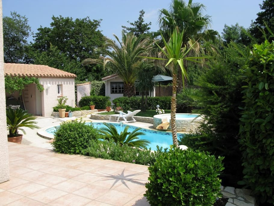 Charmant studio avec piscine chalets louer palau del for Chalet a louer avec piscine