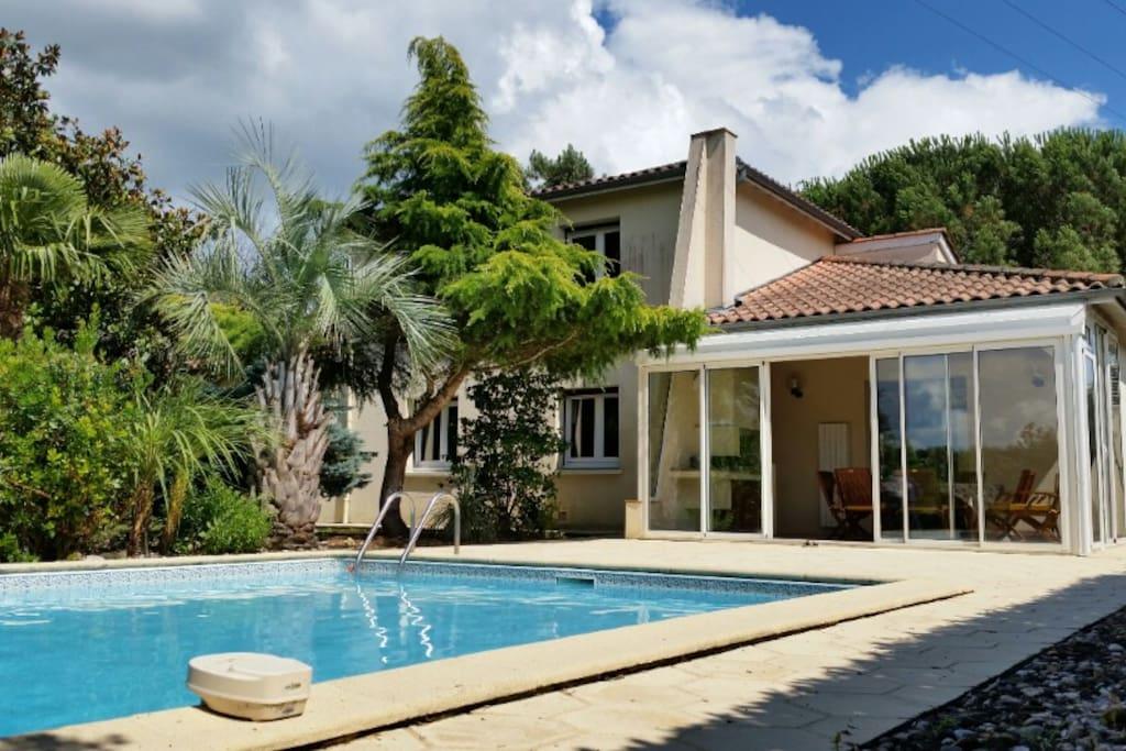 villa 7 pers piscine clim jardin huizen te huur in saint pardoux du breuil aquitaine frankrijk. Black Bedroom Furniture Sets. Home Design Ideas