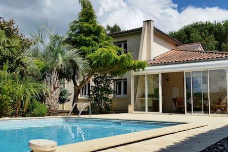 villa 7 pers piscine clim jardin - saint pardoux du breuil  - Haus