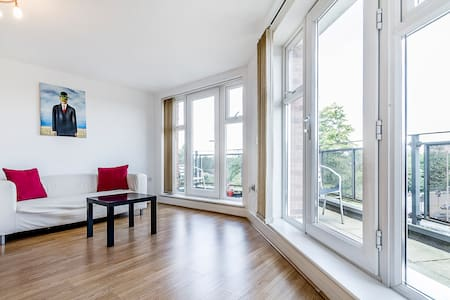 Smart 2 Bedroom 2 Bath London Flat