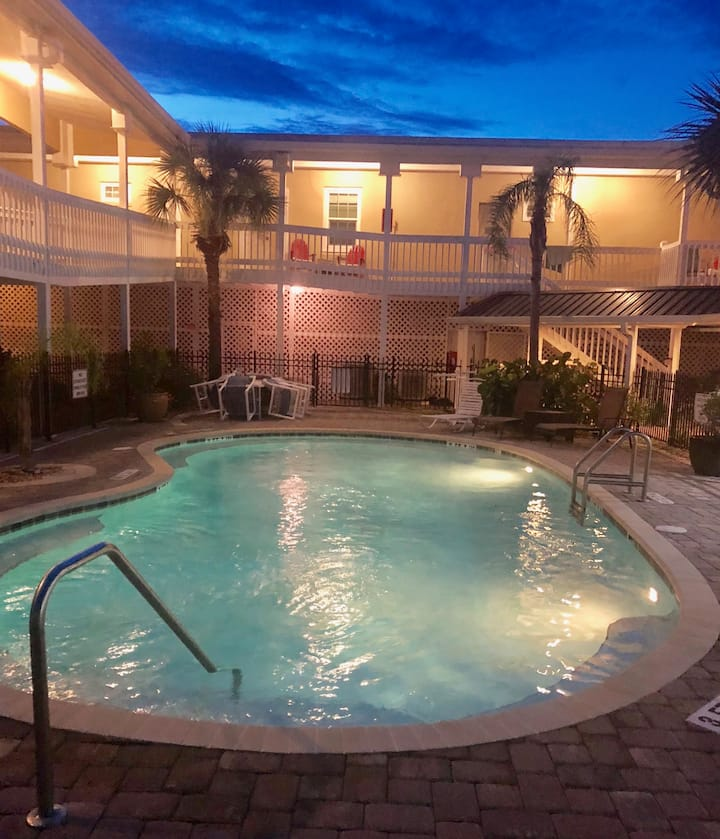 Luxury Accommodations steps from Flagler Pier (7)