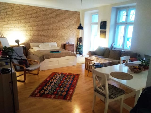 Cozy space with piano in Prenzlauerberg!