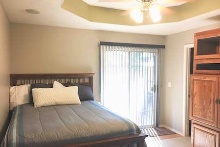 Cozy Nixa Queen Bed & 1/2 Bath + Hot tub