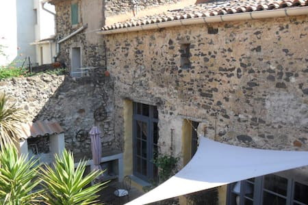 Charming vacation rental for two - Nizas, Hérault - Bed & Breakfast