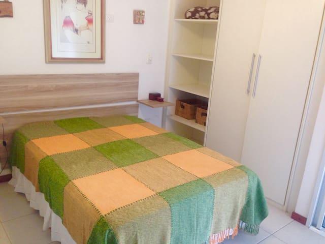 Varanda com churrasqueira em ótima localização - Ubatuba - Apartment