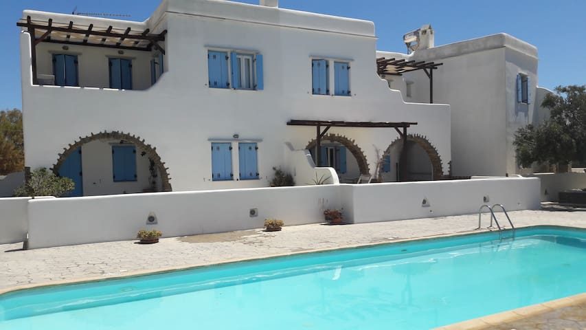 Cozy flat 100m from the beach, pool use, Tinos! - Agios Sostis - Leilighet