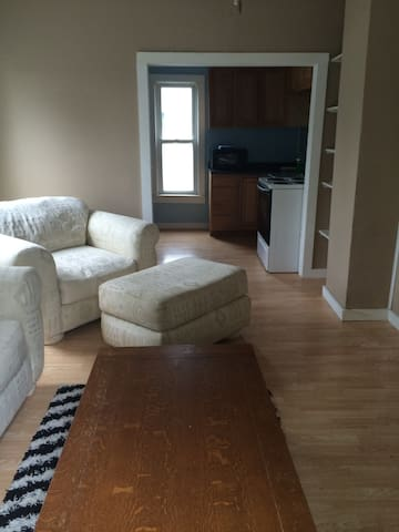 Upstairs Apartment with Large Deck - Frankfort - Apartment