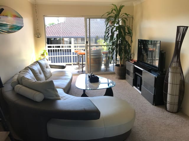 Double Size bedroom. Ascot. Close to Airport/CBD!