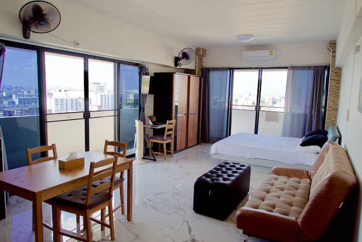 14th Floor Studio Apartment in Hua Mak