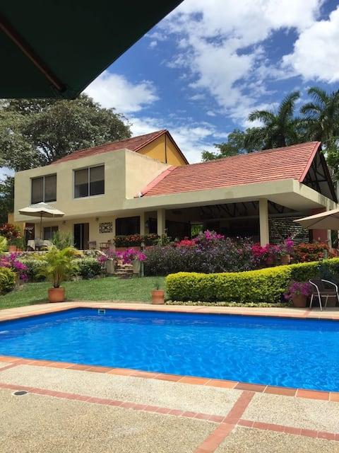 """""""Jacaranda"""", Lovely house near Anapoima"""