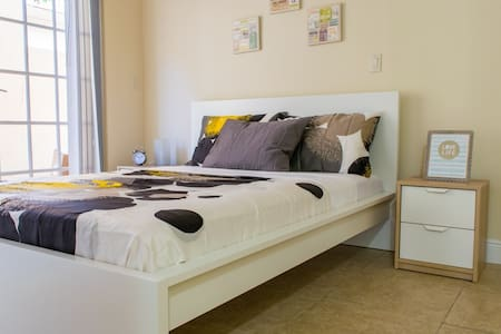 CHIC, COZY AND SPACIOUS W/ IN-ROOM BATH - CENTRIC! - Miami - Hus