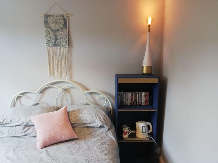 Lovely bedroom in pretty Edwardian terrace house