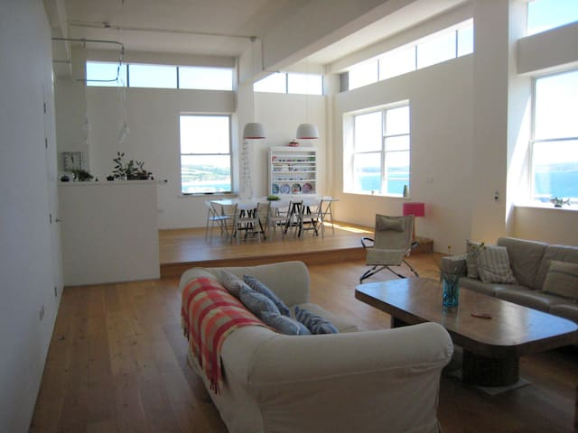 modern seaside loft, great views - Penzance - Byt