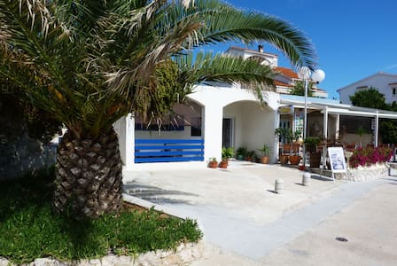 Apartment Rita, on the beach - Preko