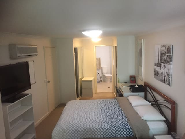 Amazing location - approx. 5 min walk to the City!