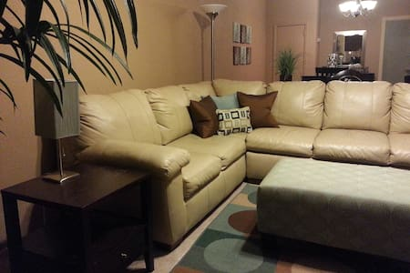 Furnished Apt in Historic District - Fairbury - Lägenhet