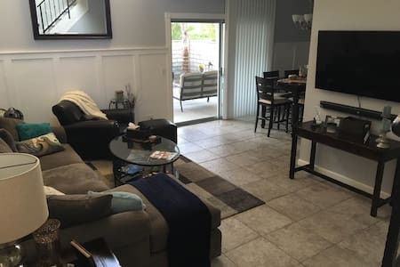 Comfortable home close to Magic Mountain - Santa Clarita