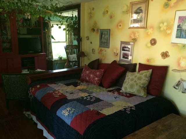 Colorful Farmhouse, Day Room - Buckland - Rumah