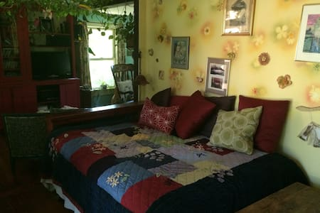 Colorful Farmhouse, Day Room - Buckland - 一軒家