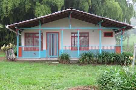 La Playita via al Valle del Cócora - Salento  - บ้าน