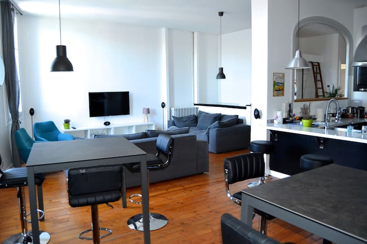 Appartement design plein centre ville - Cognac - アパート