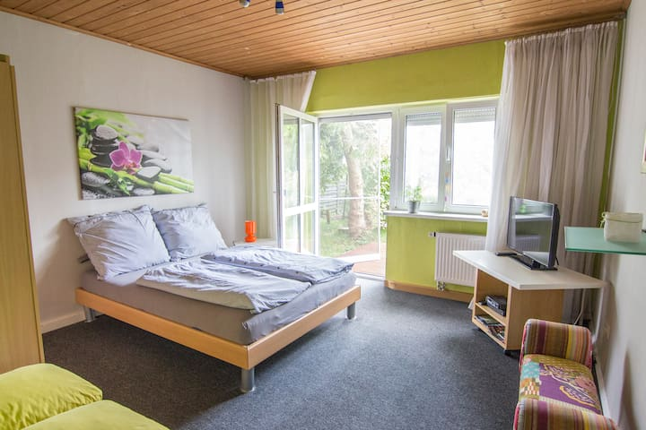 Nice and clean room near to France - Neuried - Chalé