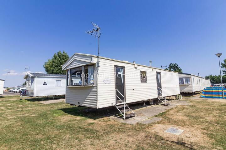 6 berth caravan for hire at Seawick caravan park near Clacton on Sea ref 27020