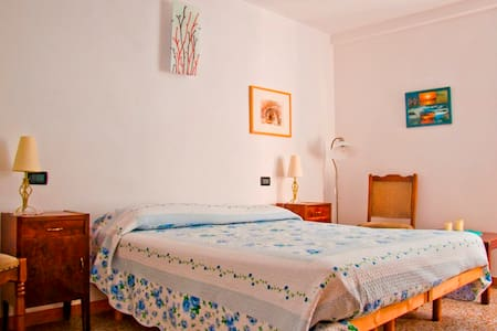 B&B MareMontaltoMontagna Stanza Blu - Montalto Ligure - Bed & Breakfast