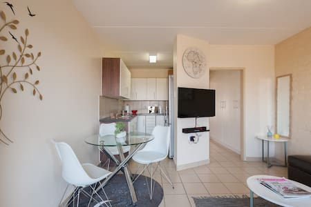 Comfy apartment near Gautrain & Jean Avenue.