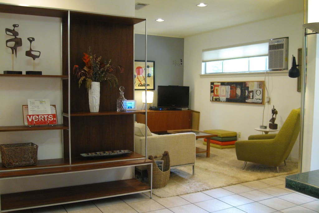 The ModPad Lounge. Features 300Mb WiFi, HD CATV, Wii, BluRay, Streaming, Premium Sports & Movie Channels.