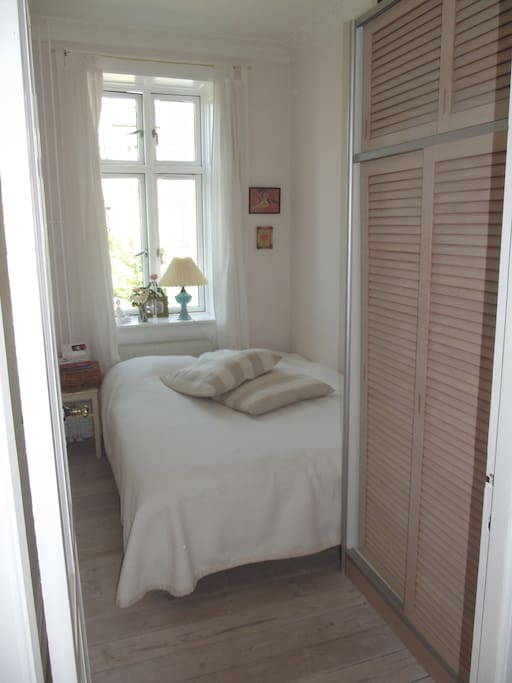 Bedroom - a cosy little cave with a double bed and closet at your disposal