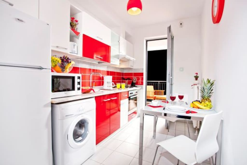 Fully equipped kitchen with washing machine, stove, oven and brand new Nespresso machine.