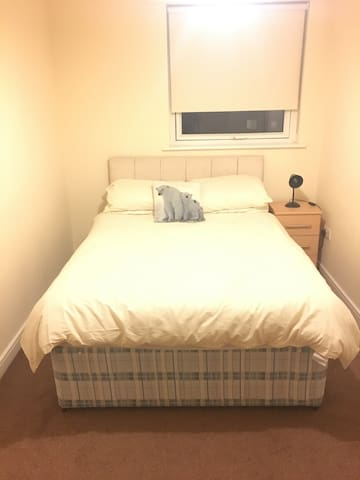 Double room - 4 miles from city centre!
